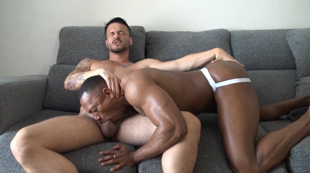 Seyx slut ebony fucked bareback by 2 tops from barcelona