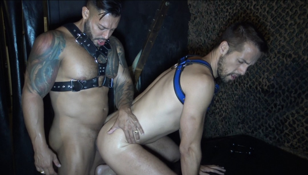 "Jorge SAINZ is imitated by Viktor Rom in the gay porn ""Dark bareback"" from Berlin"