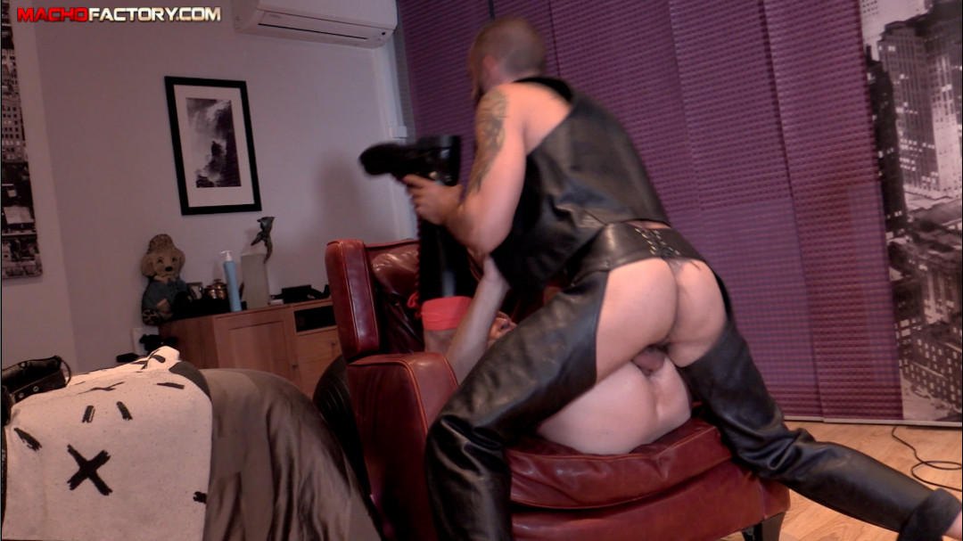 Gay anal fuck with a daddy in leather