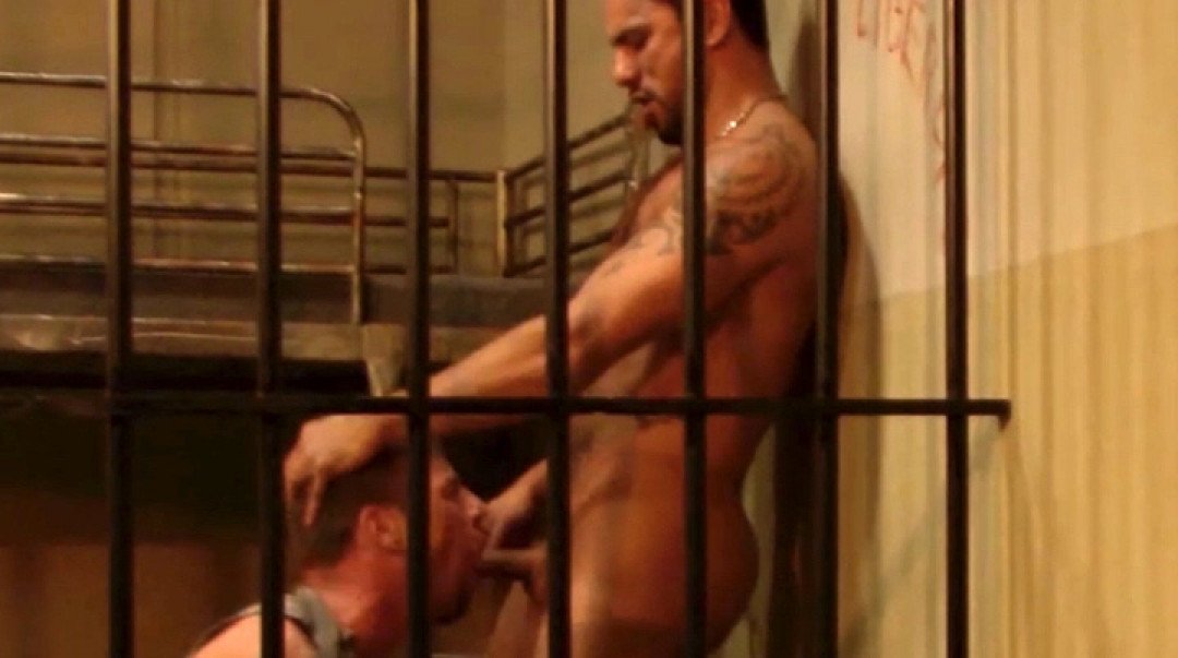 Muscular gay prisoner for perverted guard