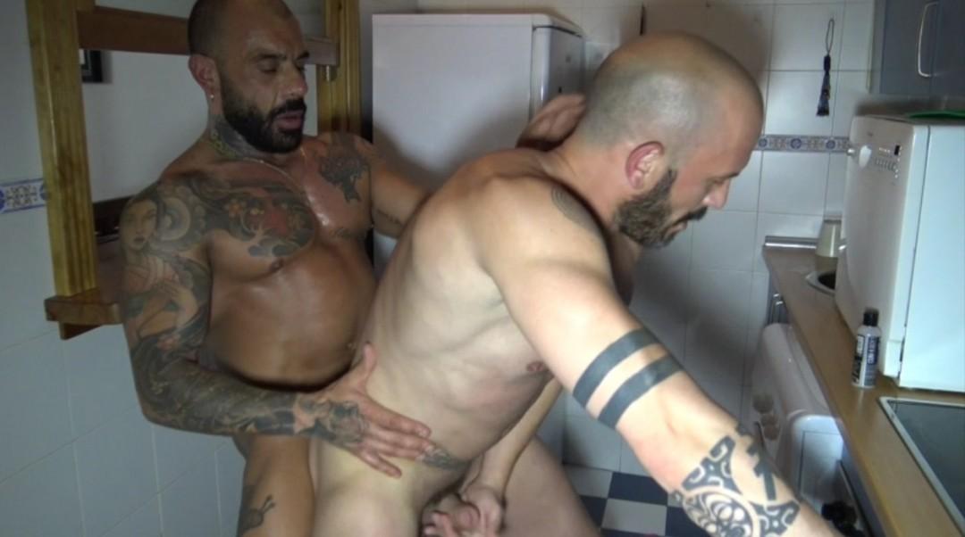 Plan versatile in the kitchen  avec Max DURAN et Juan JOSE