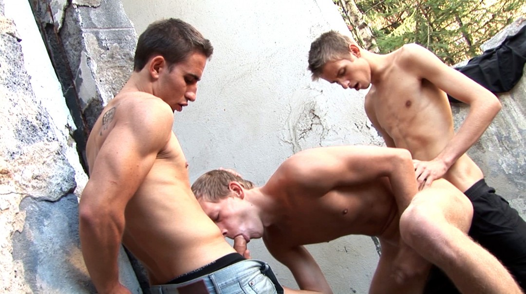 Outdoor Twinks