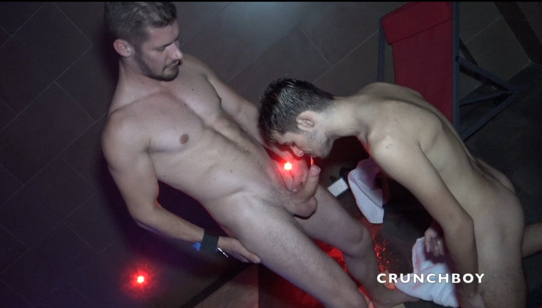 Sauna bartender Les THERMES fucked by Vlad the straight guy