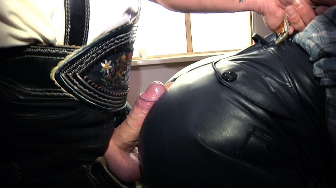 In lederhose ficken Geile Bikerfrauen