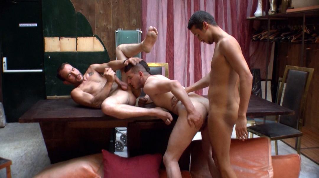 Plan à trois avec un jeune rebeu gay actif tbm et un bi