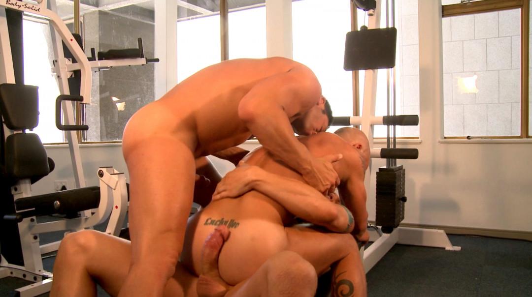 Gym Gay Threeway!!