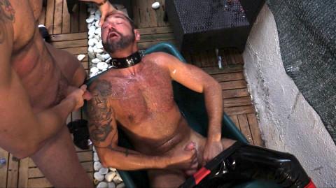 [Hardkinks] Affamé de queues, gavé par deux jeunes masters gays   Image 004