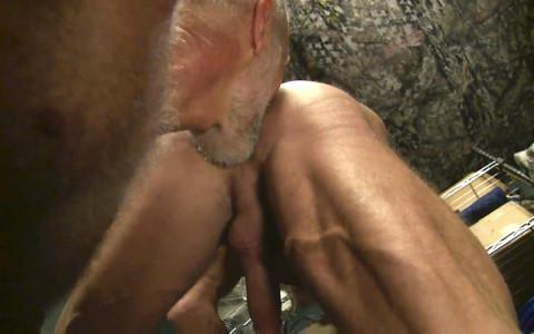 [Dragon] Partouze gay de daddies au camp militaire   Image 008