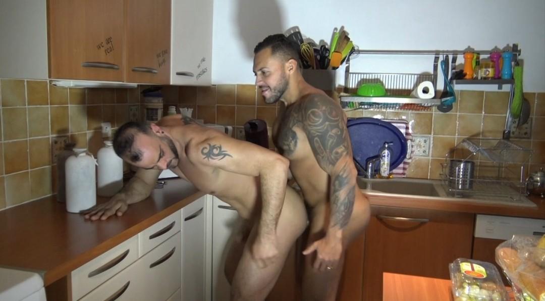 GUISLAIN baisé au jus par Viktor ROM dans ma cuisine