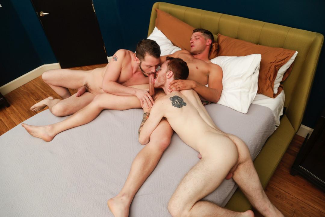 Sexy gay threesome