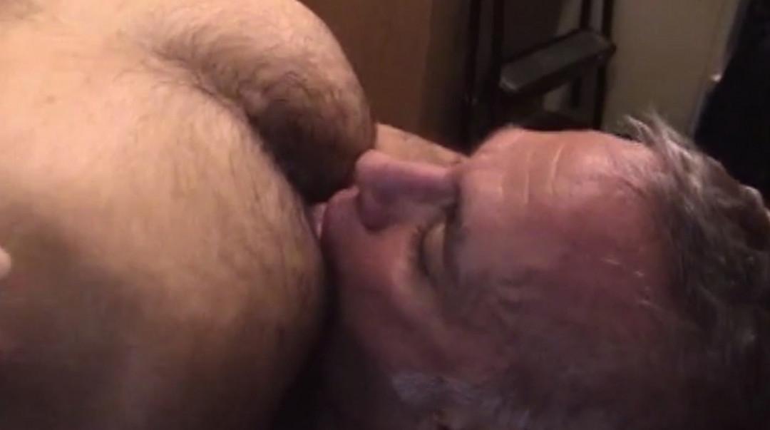 Mature Man addicted to raw gay sex